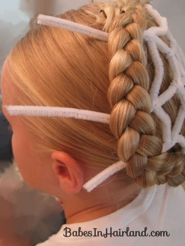 Spiderweb Hairstyle | Halloween Hairstyles (3)